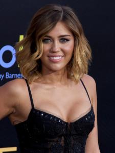 Miley Cyrus waga
